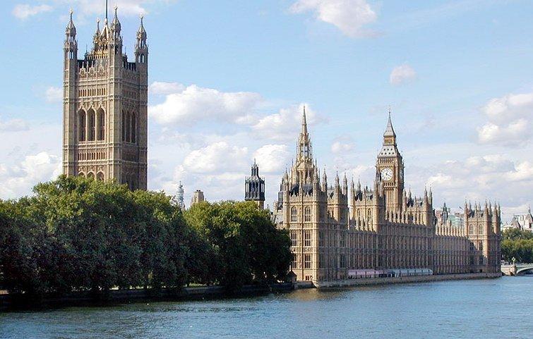 امام قصر الملكة في وسط لندن